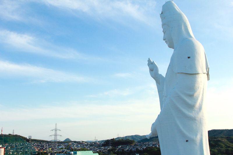 仙台大観音をベランダから見た画像