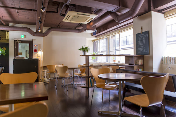 cafe have't we met 国分町 店内
