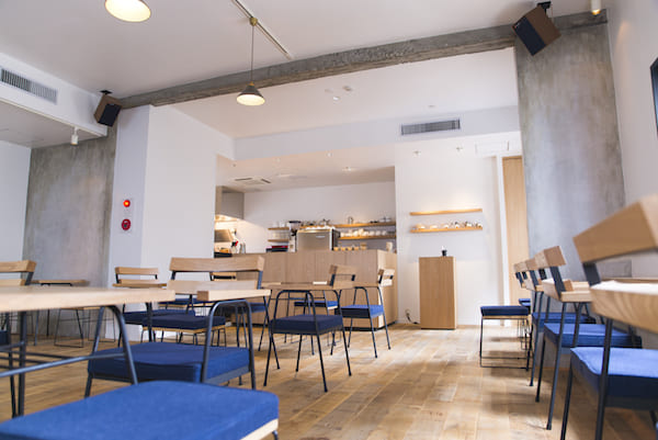 cafe have't we met opus 店内