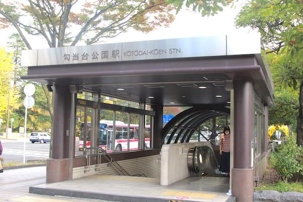 仙台市役所の最寄駅は勾当台公園駅