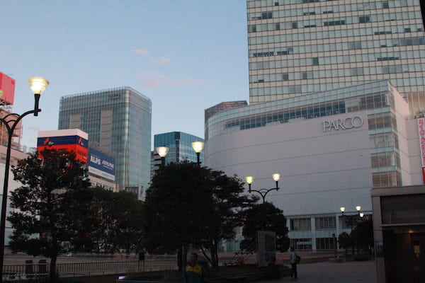 早朝の仙台駅の画像