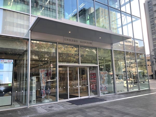 NHK仙台放送局の正面入り口