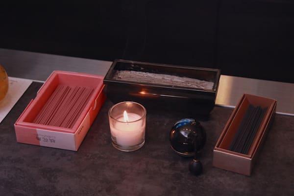 カウンターに置いてあるお焼香用の香炉