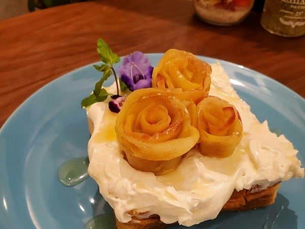 りんごの花びらトーストの画像