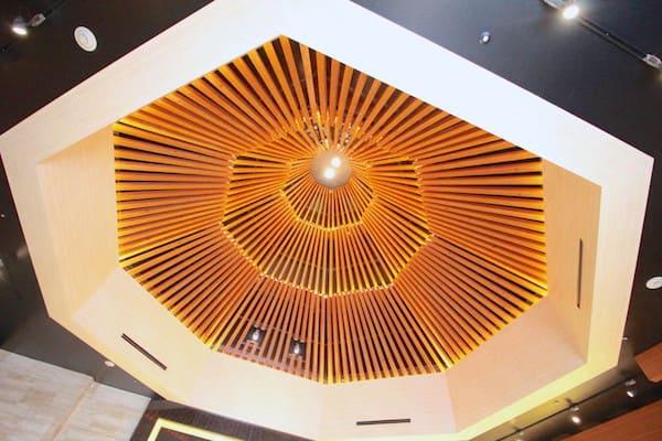 メトロポリタン仙台のチャペルの天井の画像