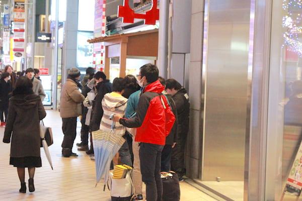 お茶の井ヶ田の初売り行列の画像