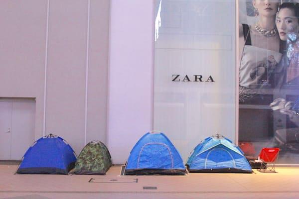 お茶の井ヶ田で並んでいる人のテントの画像