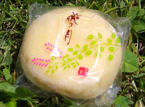 仙台銘菓の萩の月の画像