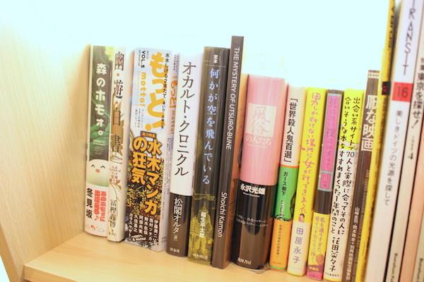 ブックカフェ、へんてこ屋の本のラインナップ画像