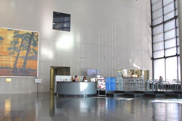 東日本放送の1階エントランスの画像
