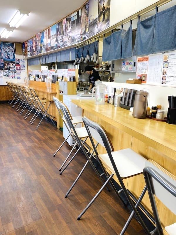 仙台の人気ラーメン屋の店内画像
