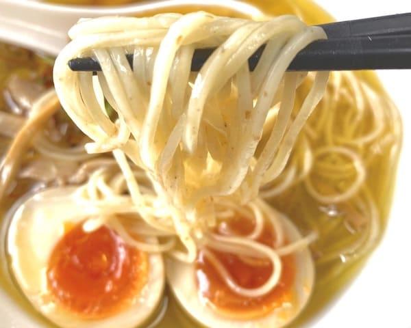 仙台の人気ラーメン店の鶏塩中華そばの麺の画像