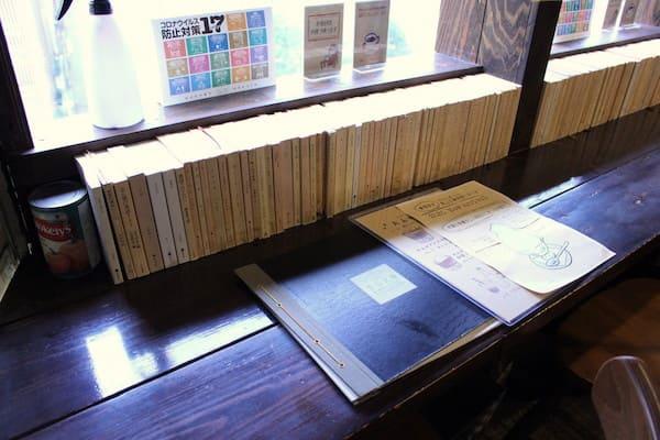 青山文庫のカウンター席の画像