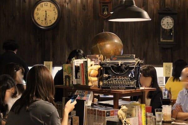 仙台のブックカフェの店内画像