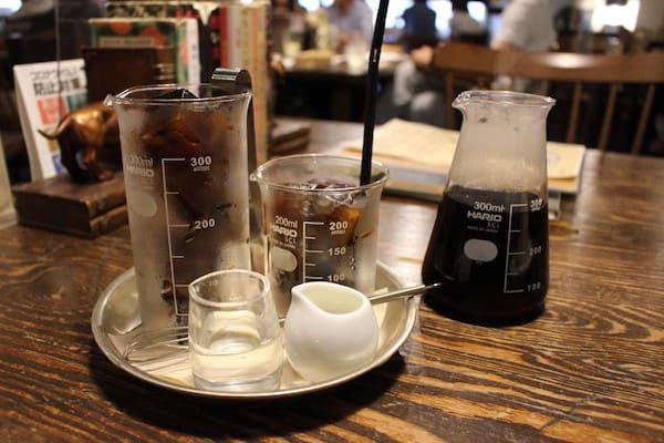 青山文庫のコーヒーの画像、ビーカー、フラスコ