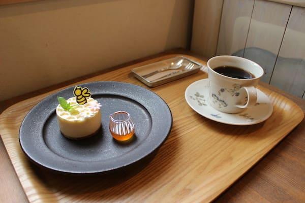 コーヒーとチーズケーキの画像