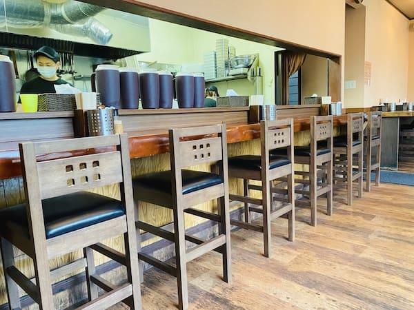 麺屋くまがいのカウンター席の画像