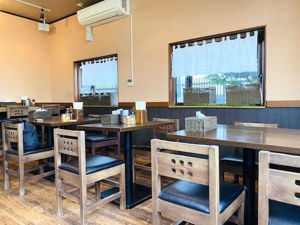 麺屋くまがいのテーブル席の画像