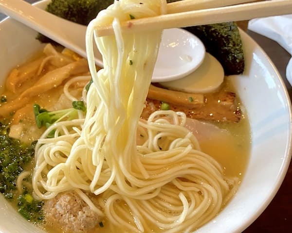 麺屋熊谷の人気メニューのスープの画像