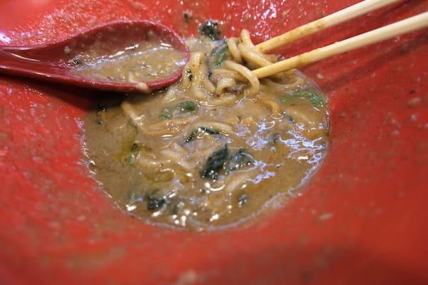 らーめん骨研究所のスープのこってり画像