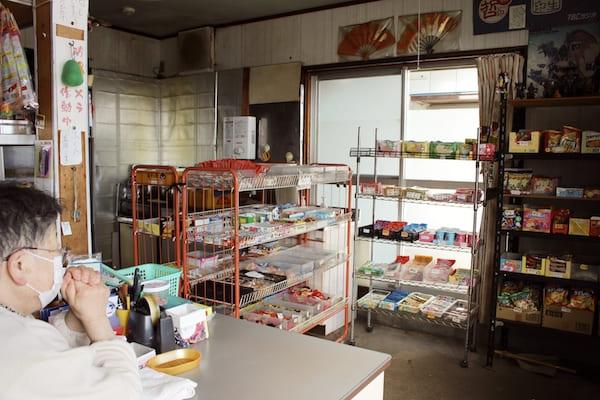 仙台の人気駄菓子屋の店内画像