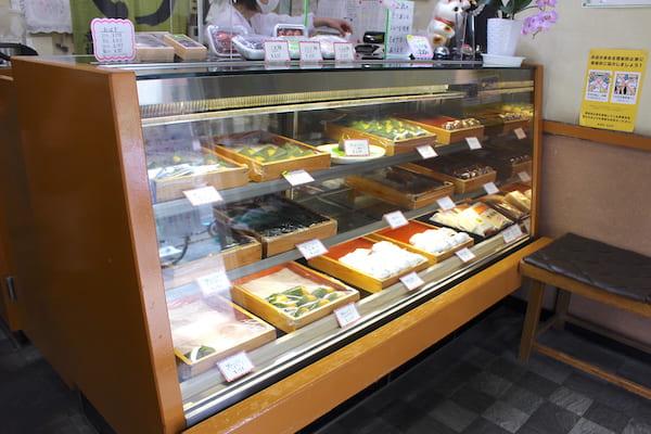 村上屋餅店のショーケース