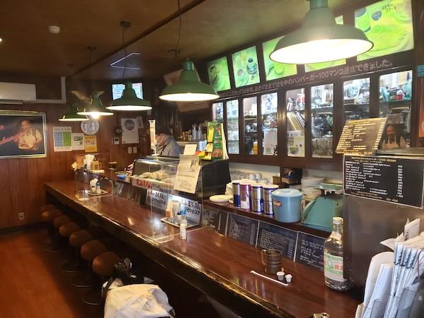 仙台の人気ハンバーガー店の店内
